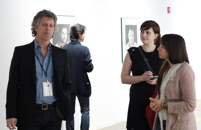 Chris Bartlett talking with students Courtney Scholari and Brooke Ragusa. Photograph by Andre Jones.jpeg